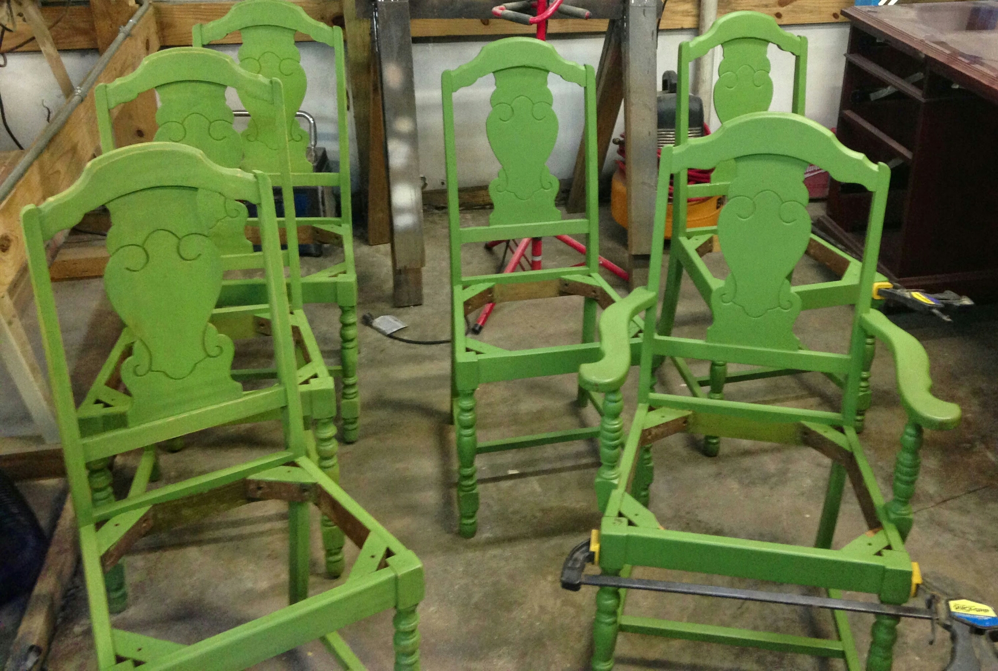 painting old wooden chairs